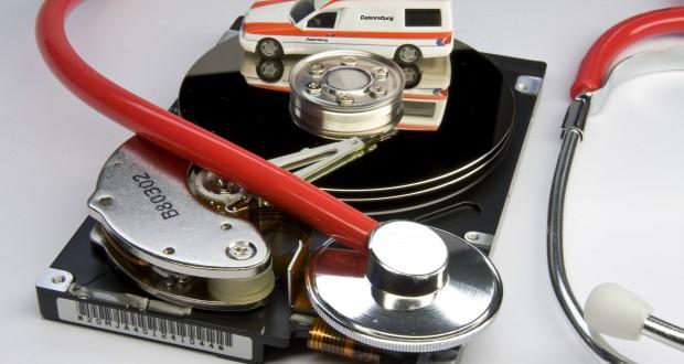 """""""Zerschossene Festplatte"""" Mit einem Systemabbild kann vorgebeugt werden! (Bildquelle: PMM / pixelio.de)"""