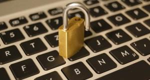 SQL-Injections können ein erhebliches Sicherheitsrisiko für Internetseiten darstellen (Bild: flown / pixelio.de)