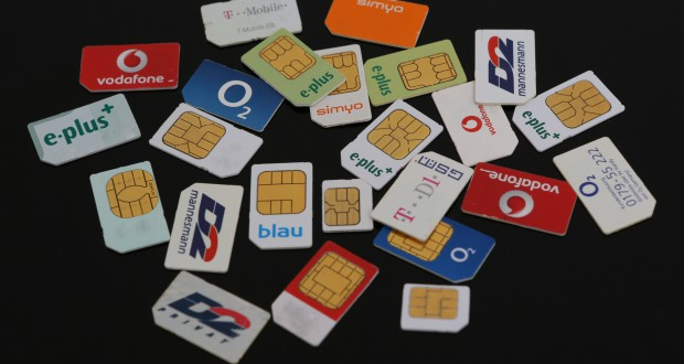 Verschiedene SIM-Karten (Bild: Tim Reckmann / pixelio.de)