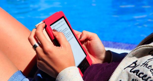 Auch beim Verkauf von digitalen Büchern muss der Jugendschutz beachtet werden (Bild: Julien Christ / pixelio.de)