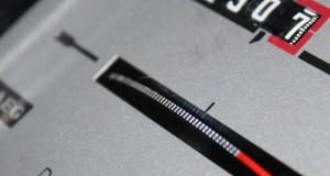 Ein verbreiteter analoger Stromzähler, der bald gegen einen intelligenten ausgetauscht werden soll (Bild: Cisco Ripac / pixelio.de)